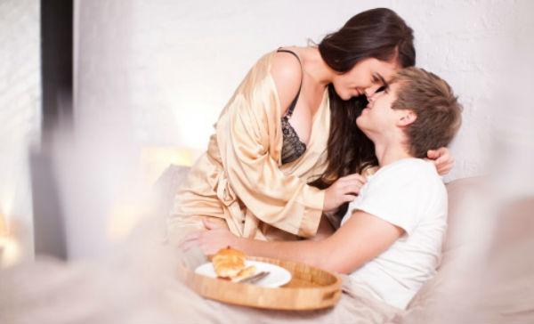 Alimentos que no deberías tomar para una noche loca de sexo